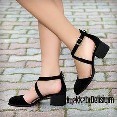 Kısa Topuklu Babet modelleri ayakta hem kibar hem de şık bir duruş sergiliyor. siyah süet babet, siyah babet, kısa topuklu babet, kısa topuk babet, kalın topuklu ayakkabı, kısa topuklu ayakkabı, balerin babet satın al, balerin babet modelleri