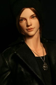 Is it just me, or does this sculpt look like Jared Padalecki?  Iplehouse Claude