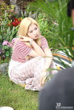 While waiting for the shooting, SANA is taking a rest like a fairy at the corner ๑°⌓°๑