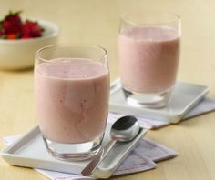 Gluten, Soy and Dairy Free Breakfast Smoothie; Strawberries, Flax Seeds and Banana