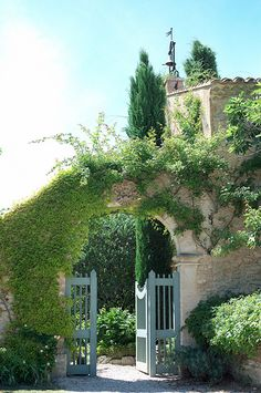 ✕ And through the inviting gates, we see and experience all that is Provence… / #provence #places #travel
