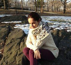 Mi look: Jersey grueso de Barbour de esta temporada. Chal de Zara de la nueva temporada que está ahora en las tiendas. Pantalón de Reiko. Abrigo de Isabel Marant. Botas de Emu. Anillo y pendientes de Spanish & Sisters.