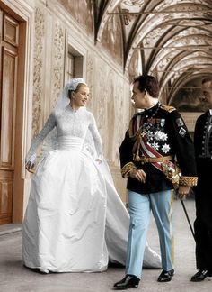 """ Prince Rainier and Princess Grace of Monaco. Sixty years ago today, actress turned princess Grace Kelly and Monaco's Prince Rainier III were married in a fabulous two-week event. The wedding had two. Royal Wedding Gowns, Celebrity Wedding Dresses, Royal Weddings, Princess Wedding, Celebrity Weddings, Old Wedding Dresses, Old Hollywood, Viejo Hollywood, Moda Grace Kelly"