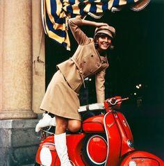 La actriz, modelo y cantante italiana Marisa Sannia en Turin (1965).
