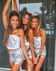 Fantastic DIY Group Halloween Costumes For Your Girl Squad This Season ~ Fas. - For Halloween Halloween Costume Teenage Girl, Halloween Costume Couple, Easy College Halloween Costumes, Couples Halloween, Easy Costumes, Halloween Outfits, Halloween Halloween, Women Halloween, Halloween Recipe