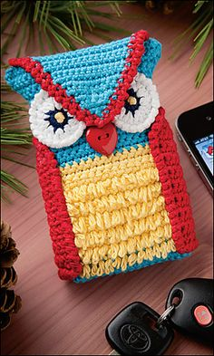 "crochet phone cover Ravelry: Woodsy Owl Phone Case pattern by Leandra LeMaster. Ravelry: A Walk in the Woods ""A Walk in the Woods"" afghan pattern by Christine Grazioso Moody. Published in Crochet World Magazine, February - Crochet Phone Cover, Crochet Case, Crochet Purses, Love Crochet, Crochet Gifts, Knit Crochet, Crochet Designs, Crochet Patterns, Fun Patterns"