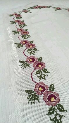 This Pin was discovered by Gül Cross Stitch Borders, Cross Stitch Rose, Cross Stitch Flowers, Cross Stitch Designs, Embroidery Motifs, Cross Stitch Embroidery, Bordado Popular, Prayer Rug, Beaded Jewelry Patterns