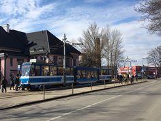 Raitiovaunulla matkustat kuin paikalliset Tallinnassa. Kaupungissa on hyvät raitioliikenneyhteydet ja pääset kiskoilla mm. kuvan Kalamajaan. #tallinna #eckeroline #raitiovaunu #kalamaja