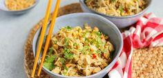 Pad thai met kip   In 20 min. op tafel! - Lekker en Simpel Thai Recipes, Healthy Recipes, Lucky Food, A Food, Food And Drink, 20 Min, Bruschetta, Potato Salad, Foodies