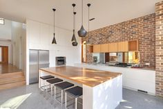 Contemporary-Property-Sydney. Beautiful BRIGHT kitchen.