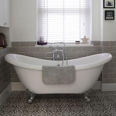 Small Bathroom Ideas With Slipper Bath - Roll Top Bath And Patterned Floor Tiles Bathroom Rules, Modern Master Bathroom, Bathroom Floor Tiles, Bathroom Wallpaper, Bathroom Sets, Family Bathroom, Neutral Bathroom, Cozy Bathroom, Bathroom Plans