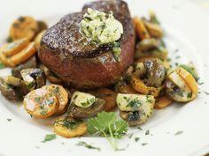Steak vom Rind mit Möhren und Pilzen - smarter - Kalorien: 310 Kcal - Zeit: 45 Min. | eatsmarter.de