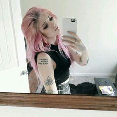 Cabelo colorido #cabelo #rosa #tattoo #girl #ink
