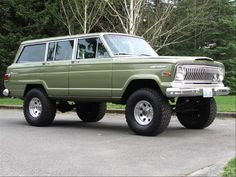This looks similar to the Jeep Wagoneer that went on so many road-trips across the country. Bless my parents, they took us everywhere. How lucky we were!