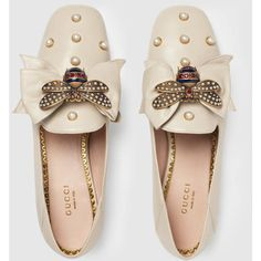Gucci Leather Ballet Flat With Bow ($1,245) ❤ liked on Polyvore featuring shoes, flats, white leather flats, studded flats, pointed toe flats, white flats and pointy-toe flats