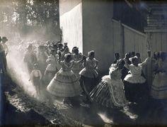 Bokáig sárban gázolt a násznép - így esküdünk száz éve Folk Dance, Strange History, My Roots, Folk Fashion, Folk Costume, Hetalia, Hungary, Pagan, Mythology