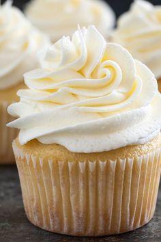 The Best Vanilla Buttercream Frosting Seidig glatte Vanille Buttercreme Zuckerguss Baked by an Introvert Cupcake Recipes, Baking Recipes, Cupcake Cakes, Dessert Recipes, Cupcake Icing Recipe, Food Cakes, Just Desserts, Delicious Desserts, Vanilla Buttercream Frosting