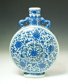 A Fine Chinese Antique Blue & White Moon Flask : Lot 88