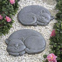 Cute cat stepping stones. http://thegardeningcook.com/best-gardens-2/