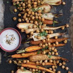 🍴Pečená kořenová zelenina s cizrnou recept – rychle, zdravě a jednoduše 🍴 Jimezdrave.cz Korn, Dip, Vegetables, Salsa, Vegetable Recipes, Veggies