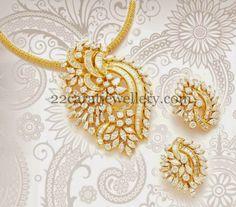 Jewellery Designs: Classic Diamond Pendant with Tops Diamond Necklace Set, Diamond Pendant, Diamond Jewelry, Gold Jewelry, India Jewelry, Jewelry Sets, Fine Jewelry, Pendant Design, Pendant Set