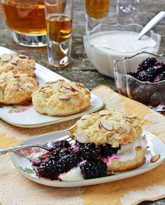 Blackberry Bourbon Shortcakes with Whiskey Cream! OH MY! ♥ via @spicyperspectiv