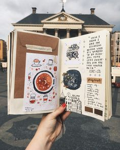 This is such an amazing idea for the bullet journal! Every year I get more organized and I love it! Can't wait to try this idea in my own planner! Album Journal, Scrapbook Journal, Journal Layout, My Journal, Art Journal Pages, Travel Scrapbook, Journal Diary, Journal Entries, Bullet Journal Ideas