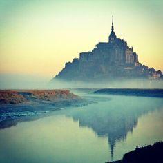 天使のお告げで造られたフランス「モン・サン・ミッシェル」。その壮大な景色を集めました
