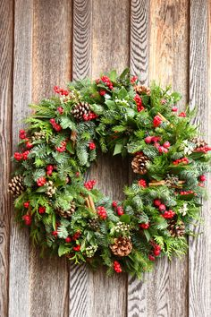 Gorgeous festive Christmas wreath with lush foliage and pine cones, berries and cinnamon sticks. | By blackbaccara.co.uk |