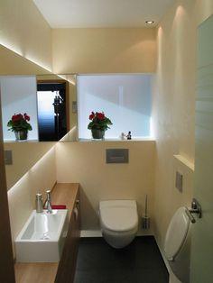 Die hochwertigen Materialien, sowie die indirekte Beleuchtung verleihen diesem Gäste WC, trotz der kleinen Ausmaße, eine gediegene und zugleich moderne Austrahlung, die jedem Gast eine Freude sein wird. Die Spiegel… weiterlesen →