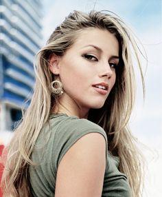 Megan Fox and Amber Heard Edits Beautiful Celebrities, Beautiful Women, Beautiful Gorgeous, Medium Hair Styles, Long Hair Styles, Actrices Hollywood, Sheer Beauty, Blonde Beauty, Celebrity Hairstyles