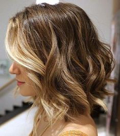 Who says balayage highlights are only for long hair? They look equally great on short hair as well. There are a couple of ways in which you can style your balayage shoulder length hair. Wavy Bob Hairstyles, Pretty Hairstyles, Bob Haircuts, Medium Hairstyles, Hairstyles Haircuts, Spring Hairstyles, Longer Bob Hairstyles, Office Hairstyles, Medium Haircuts