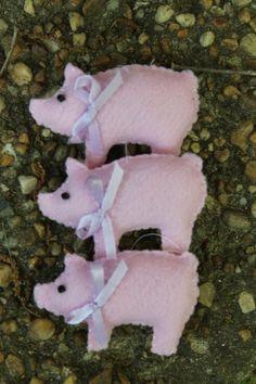 Handmade Felt country pig set of 3 by tonyasepulveda on Etsy