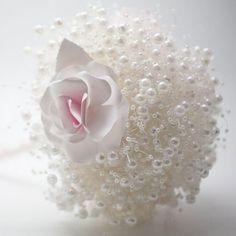 Il Bouquet è un elemento essenziale del bridal look, la sua estetica rispecchia infatti lo stile dalla sposa e del matrimonio. Uno dei più in voga negli scorsi anni è stato il Bouquet Posy. #bouquet #matrimonio #wedding #weddingideas Icing