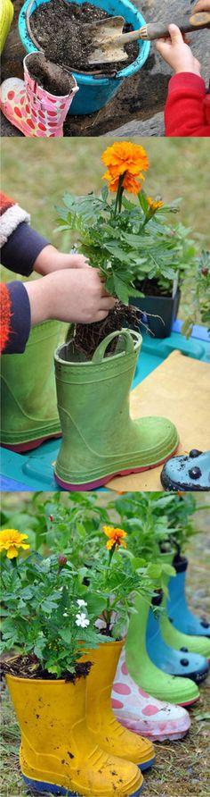 Macetas con botas de agua - rosinahuber.blogspot.com - DIY Planting Flower Boots