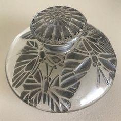 """René Lalique Flacon """"Misti"""" - verre blanc soufflé-moulé patiné gris - pour Louis Toussaint Piver"""