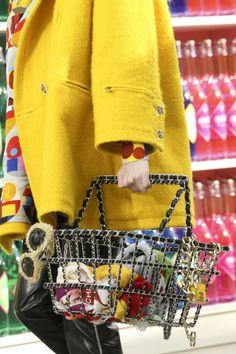 Casa de moda #Chanel ne propune #accesorii inedite pentru toamna acestui an.