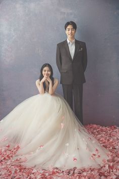 Many people believe that there is a magical formula for home decoration. You do things… Prewedding Hijab, Prewedding Outdoor, Ball Dresses, Ball Gowns, Korean Picture, Korean Wedding Photography, Ulzzang Korean Girl, Wedding Girl, Pre Wedding Photoshoot