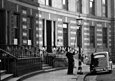 When #Glasgow's gas lamps went out for the last time https://t.co/jy10AkJiIl https://t.co/8ITJlHeOt6