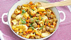 Cauliflower and Meatballs Ragout. The meatballs are moist and the vegetables are simmered in a mouthwatering sauce to perfection all under 45 minutes. Gluten Free Rice, Vegan Gluten Free, Gluten Free Recipes, Beef Recipes, Soup Recipes, Ragout Recipe, Healthy Comfort Food, Easy Weeknight Meals, Cauliflower