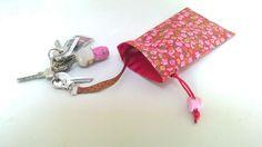 Mini sac étui range-clés à mousqueton en coton fleuri et or : Etuis, mini sacs par au-zizile-bazar