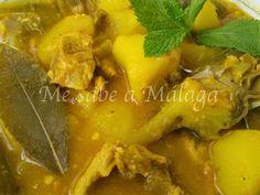 "Casserole of ""potatoes"" with meat - Cazuela de ""papas"" con carne - Me sabe a Málaga Spanish Kitchen, Spanish Dishes, Spanish Food, Malaga, Casserole, Curry, Tasty, Meat, Chicken"