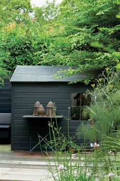 Most recent Pictures garden shed colours Concepts Backyard outdoor sheds get several uses, which include storing home chaos and lawn servicing equipment, or bec. Painted Garden Sheds, Painted Shed, Farrow Ball, Back Gardens, Small Gardens, Shed Design, Garden Design, Metal Garden Furniture, Shed Sizes
