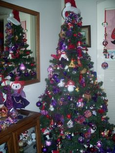 Marlene's RHS Christmas tree.....with ornaments from all her travels.
