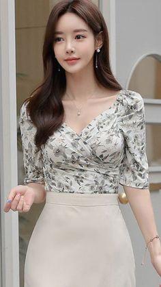 Korean Fashionista, Beautiful Asian Women, Korean Women, Asian Woman, Asian Beauty, Formal Dresses, Butterfly, Asian Style, Quotes