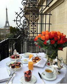 Breakfast like this via @stylaholik   Picture @natayakim