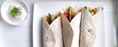 Gewoon wat een studentje 's avonds eet: Wraps met groene asperges, Mexicaanse kip, tomaat, avocado, ijsbergsla en kaas