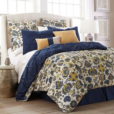 Love this bedding! Navy and yellow are so cute together :-)