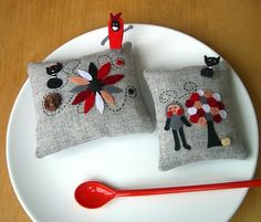 Pretty Pin Cushions....http://redredcompletelyred.blogspot.com/2010/01/best-of-red-pincushions.html#comments