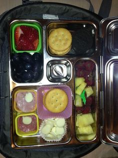 4 Sep Lunch....homemade lunch able with fruit and healthy cookies (2) :)